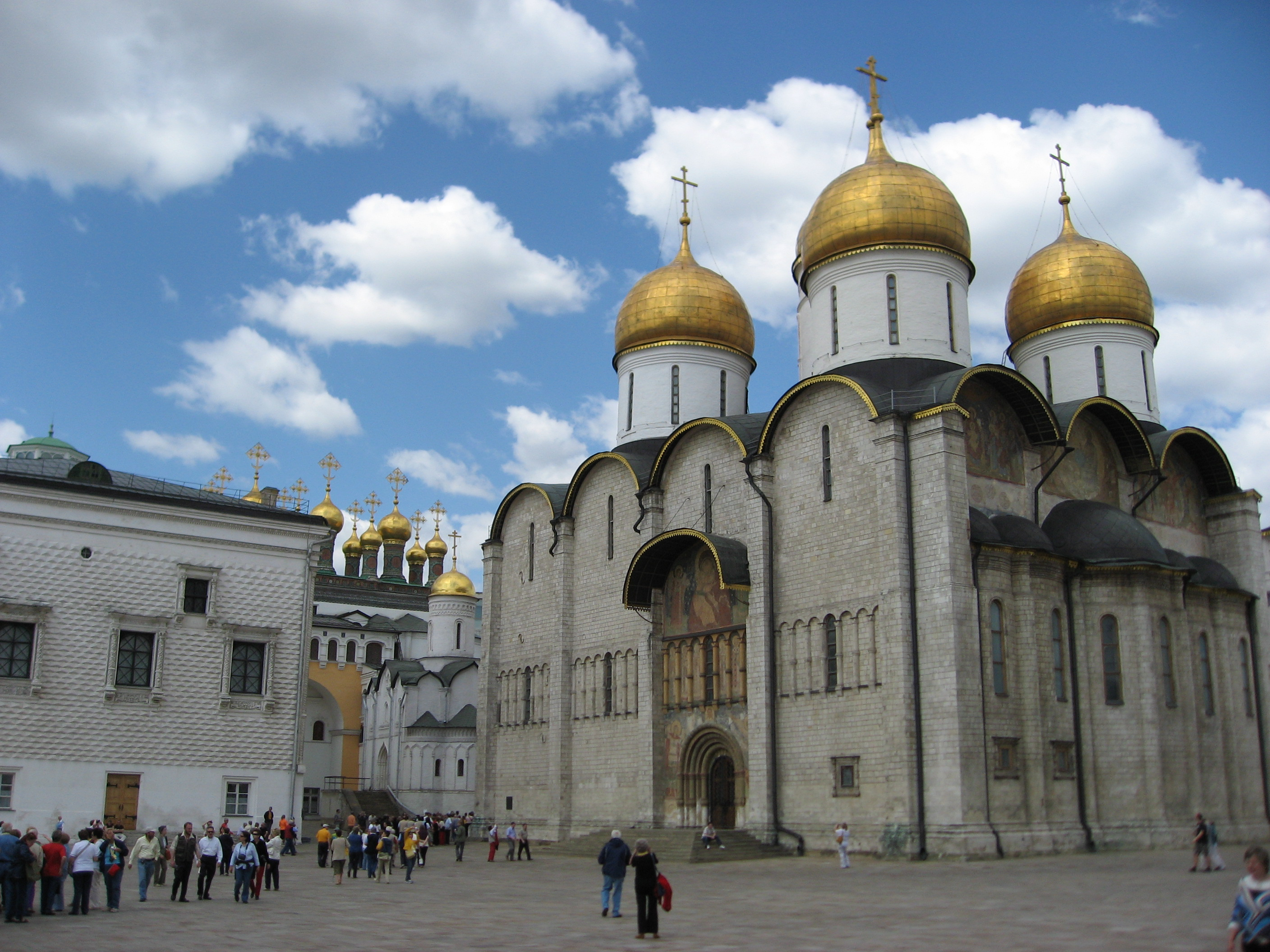 pictures of bp alexander s pilgrimage to russia antiochian cathedral square at the kremlin