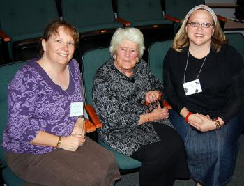 Matushka Schmemann with Kh. Rachel Thurman and Sh. Margaret Ashton