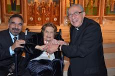 Helen Thomas Receives Antonian Gold Medal