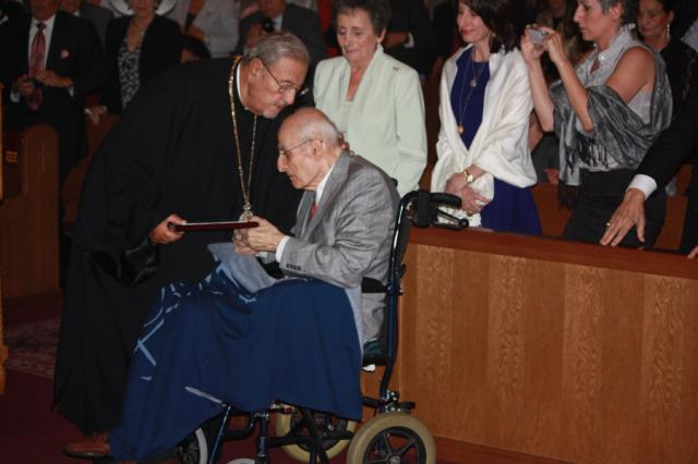 Metropolitan Philip presents Dr. Farha with the award