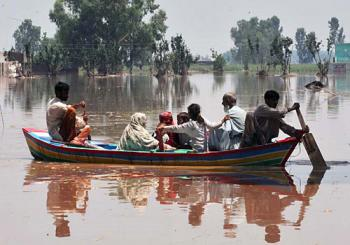 IOCC has mobilized food assistance to assist flood victims in Pakistan as more and more areas are being inundated by flood waters. (photo: Abdul Majeed Goraya/IRIN)