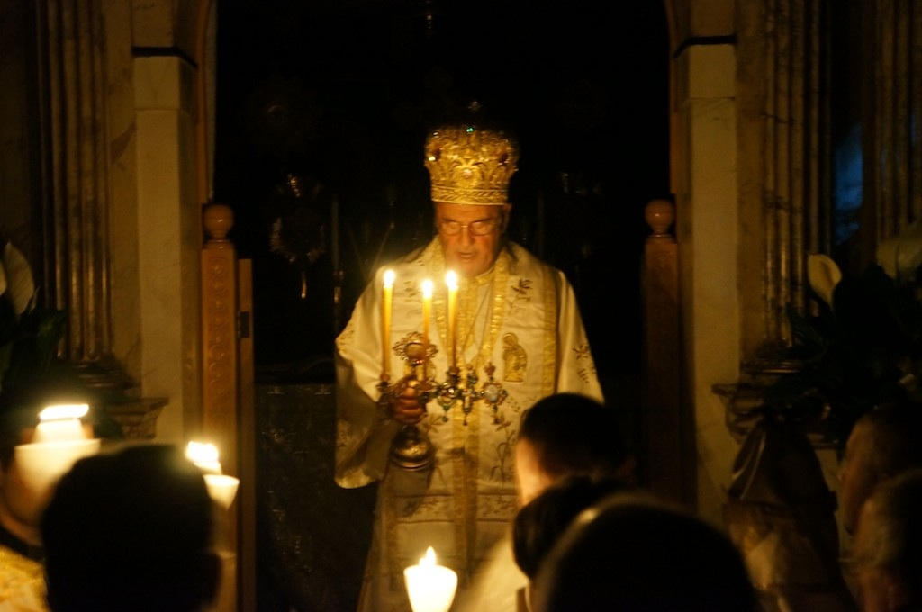 Met. Philip with the Paschal light at St. Nicholas