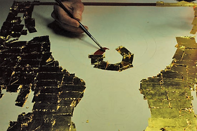 Demonstrating the application of water gilding